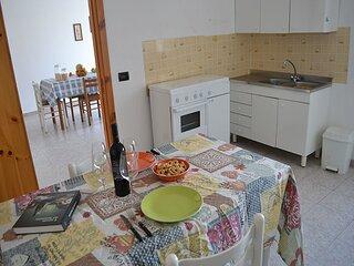 Casa vacanza con cucina e soggiorno a San Foca LL08