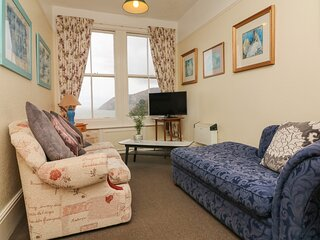 FLAT 5, first floor apartment, pet welcome, sea and village views, in Lynmouth