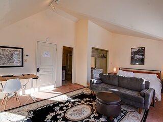 The Yosemite Suite w/ Balcony, Views, Hot Tub, Sauna & Gym!