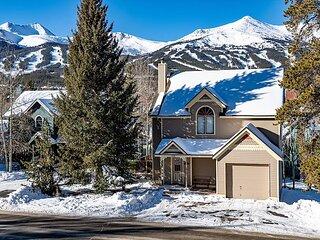 Mountain Comfort Haus: Hot Tub, Killer Views!