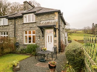 2 MEREWOOD COTTAGES, slate cottage, en-suite, Smart TV, off road parking