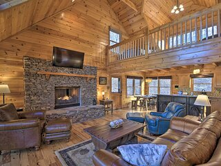 NEW! Lodge-Style Cabin in Coosawattee River Resort