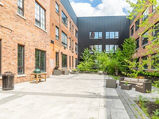 Simply Comfort. DISINFECTED 2BR 2Storey Designed Loft Free Parking