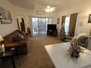 Preferable Location Near Downtown Branson! Tons of Amenities! Come Hideaway!