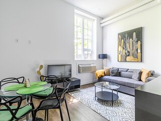 Simply Comfort.UV DISINFECTED 1BR STYLISH LOFT. FREE PARKING. GYM
