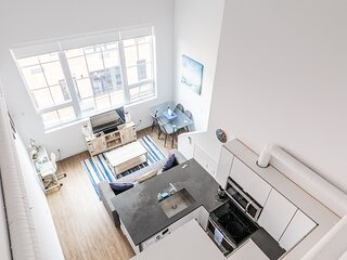 Simply Comfort. UV DISINFECTED 2BR 2 STOREY LOFT. Free Parking.Gym