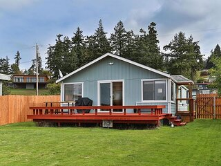 Whidbey Island Beach Cabin | 2 Minute Walk to the Water!