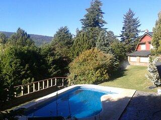 Hermosa casa con pileta y jardín en San Martin de los Andes