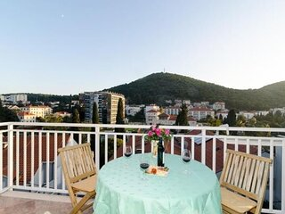Villa Mar - Two Bedroom Apartment with Balcony (Marta)