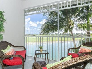 Newly listed Greenlinks/Lely Condo- Amazing Lanai Views, Resort amenities