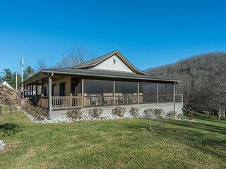 Mountain Den | Pet-Friendly Cottage with Wraparound Screened Porch & Grill!