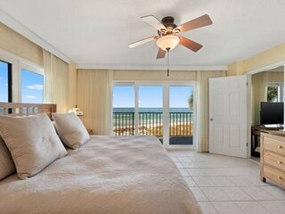 NEW LISTING: 3BR Beachfront Sleeps 8 on the Quiet East End Near State Park, Full