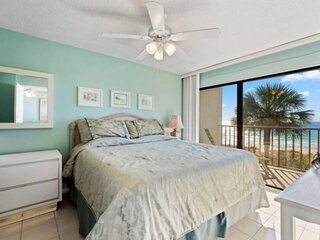 NEW LISTING: 1BR Beachfront, Private Balcony, Quiet East End, Short Walk to Stat