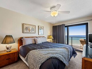 NEW LISTING! Beautiful Gulf Front 1BR FREE Beach Chair Service, FREE WiFi, FREE
