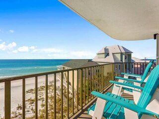 NEW LISTING: 3BR Beachfront, Beach Chair Service Included, Sleeps 10, Full Kitch