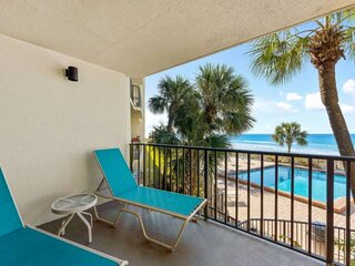 NEW LISTING: 3BR Beachfront Condo w/ Full Kitchen, Quiet East End, FREE WiFi and