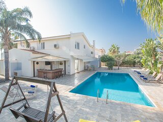 Rania Villa, Sleeps 10 with Private pool and FREE UK Sat