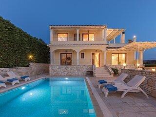 Kassiopi View Villas -Corfu, Christos,big private pool,4 bedrooms,prime location, location de vacances à Kassiopi