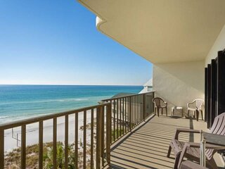 NEW LISTING! Gulf Front 2BR with Large Balcony FREE WiFi and FREE Gulf World Tic