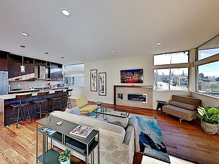 Upscale Eastlake Townhome | Gourmet Kitchen, Rooftop Deck & Incredible Views