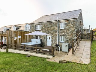 THE STABLE, pet-friendly cottage, upside-down accommodation with country views