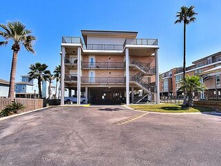 Great condo, community pool. Private Pier! Fabulous View!