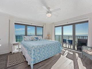 NEW LISTING: Luxury Beachfront 3BR on 12th Floor Quiet East End, FREE Beach Serv