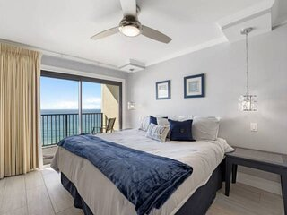 NEW LISTING: Modern 1BR w/ Gulf View 11th Floor Master Bedroom, Full Kitchen, Qu