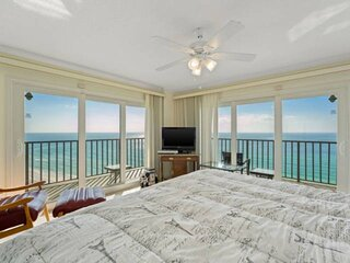 NEW LISTING: 3BR Beachfront, 13th Floor, FREE Beach Chairs, FREE WiFi and FREE F