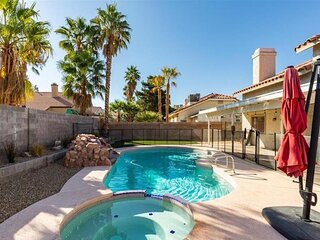 Perfect Vegas Living, Beautiful Green Valley Home, Gorgeous Pool/Spa & Yard