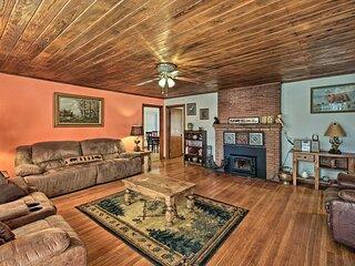 NEW! Cozy Home - 2 Mi to Bathhouse Row & Downtown!