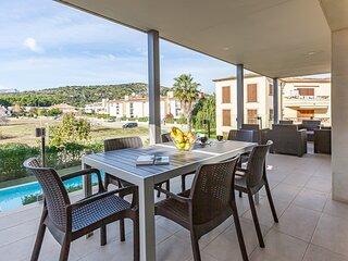 Preciosa apartamento moderno con terraza enorme, piscina comunal, cerca playa