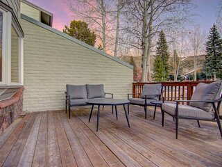 Townhome w/Pool, Hot Tub, Slope Views from Deck (Winter), Grill, Steps to Bus, I