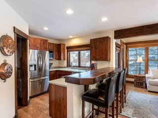NEW! Beautiful 5 Bedroom Home with easy access to Beaver Creek and Vail!