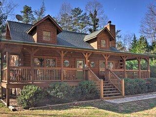 Cozy Log Cabin Retreat in Lake Lure Village Resort