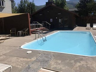 New Listing-Hot Tubs Open! Townhome w/Slope Views, Steps 2 Free Bus, Immaculate,