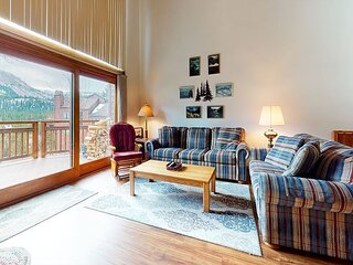 Spacious Condo, Bright, Across From Sierra Star Gold Course
