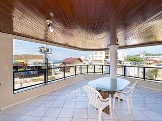 Aluguel Apartamento 04 Dormitorios Vista para o Mar na Praia Bombas SC