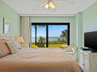 NEW LISTING! Rare 1st Floor Condo w/ Beachfront Patio! Full Kitchen, FREE WiFi a