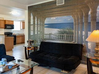 Your found the Pearl! Bike to the Beach - Walk to Shopping - Hot-Tub at Patio!