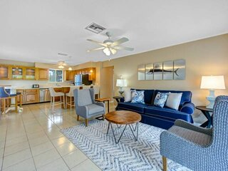 Close to Beach, New Listing, Newly Remodeled, Beach Gear, Semi-Private Heated Po