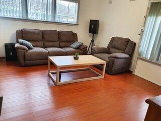 Entire house 3 bedrooms, free Wifi, TV Netfix