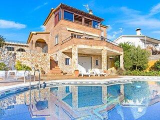 Terrafortuna Villa Sleeps 8 with Pool and WiFi - 5223717