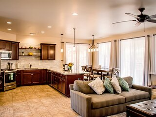 New Uptown Home - Custom-Built in 2020! Great Uptown Sedona Location! Sleeps 7!