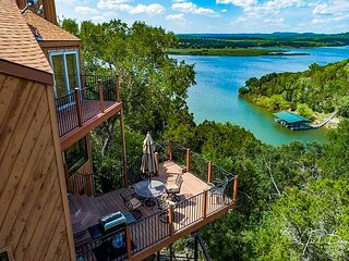 Renovated Spicewood Cabin with Balconies & Sweeping Lake Views