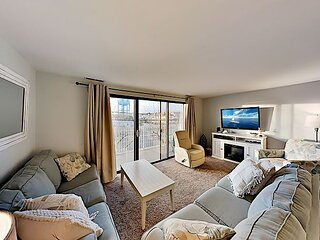 Lovely Ocean-Side Condo at The Waves | Balcony & Parking | Walk to Beach