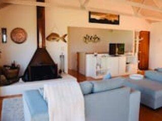 Enjoy the Stunning Beach Views★Lorne★Sleeps 8★Pool Table★Free Wifi, holiday rental in Lorne