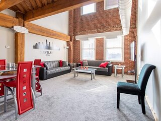 SPACIOUS 2 STORY LUXURY LOFT