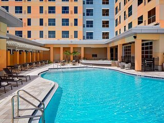 Family Vacay! Two Comfy Units Minutes from Universal! Pool