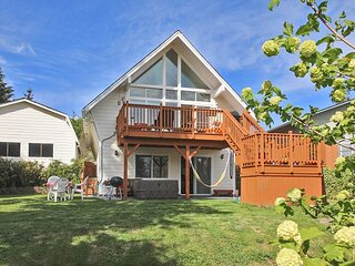 Designer Beach Getaway on Whidbey Island | Sunset-View Deck, Hot Tub, Firepit